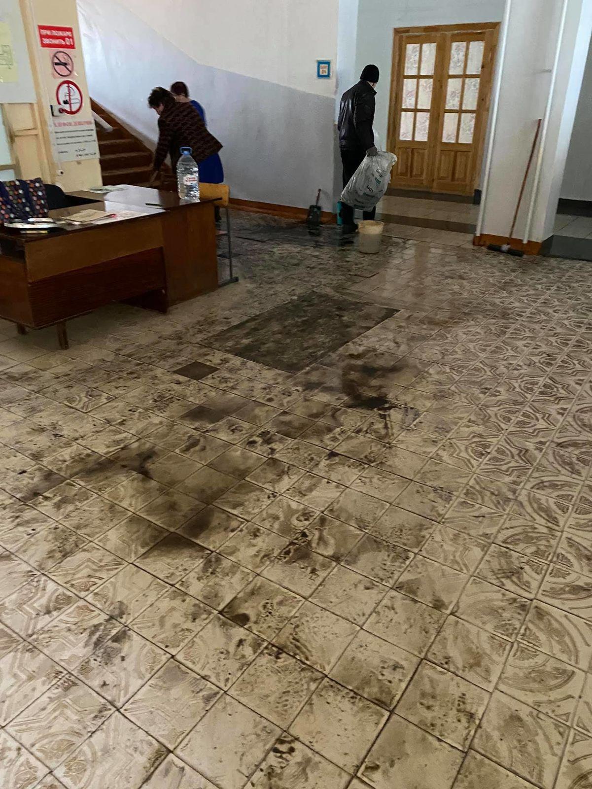 Горевшая в Ярославской области школа продолжит работать в четверг