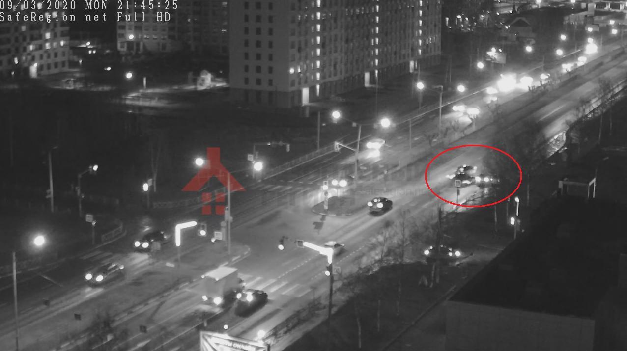 В Ярославле по вине автомобильного лихача пострадала девушка: видео