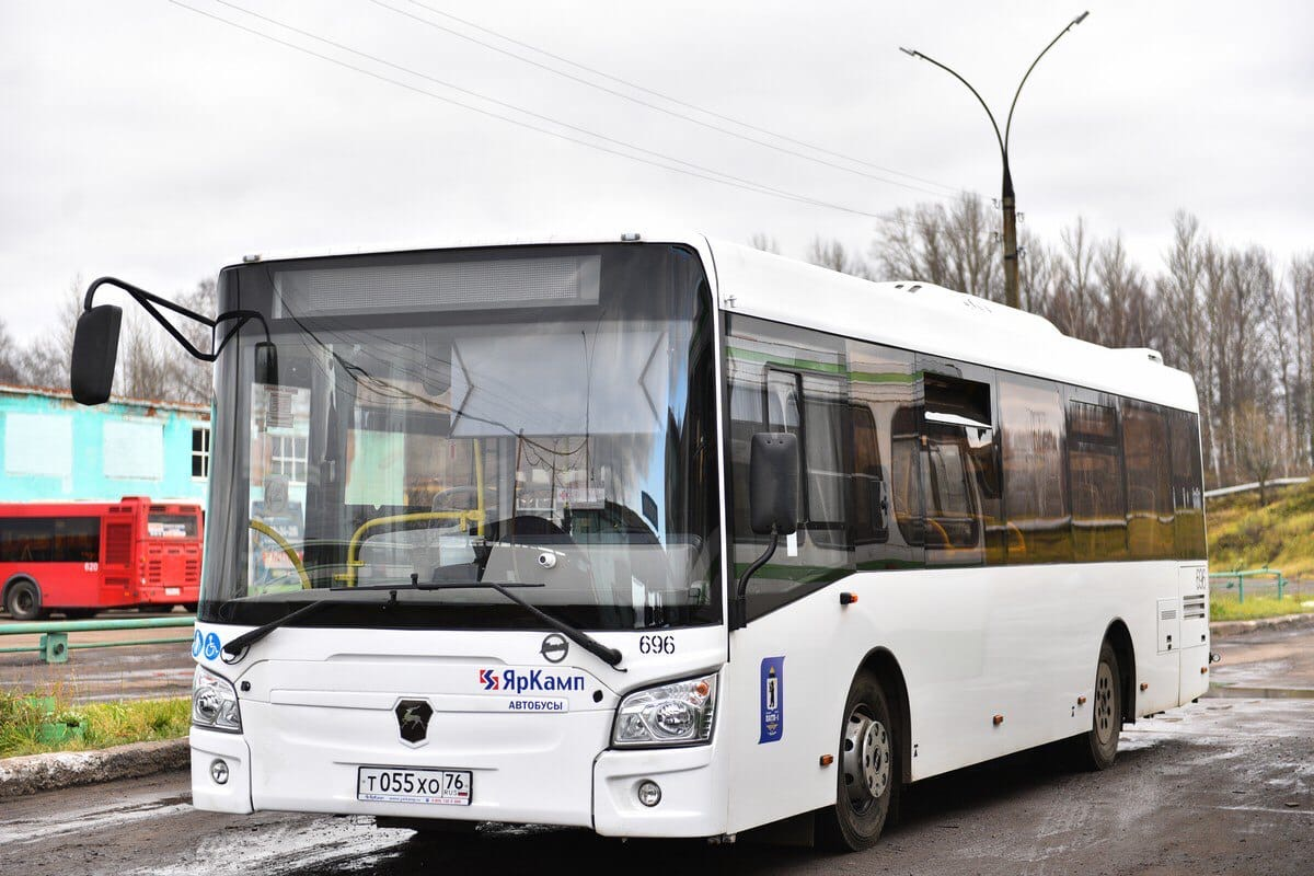 В Ярославле в 174 автобусах теперь можно рассчитаться за проезд по безналу