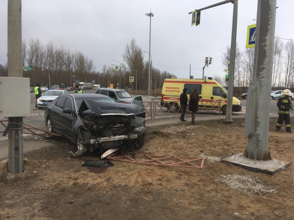 В Ярославле подросток пострадал при столкновении «Инфинити» и «Нивы»