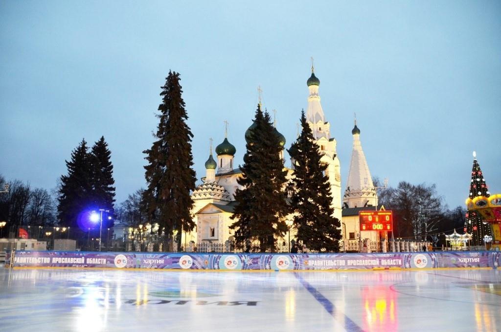 Открытый каток в Ярославле прекратил работу