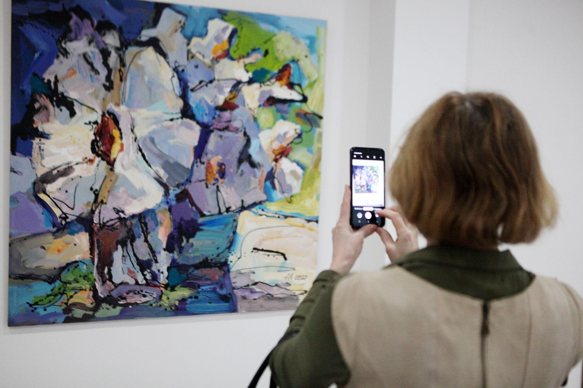 Создатель витража Терешковой открыл персональную выставку в КЗЦ: фото
