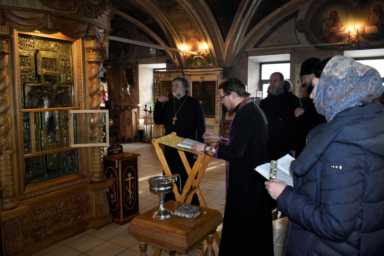 В ярославском храме провели молебен об избавлении от эпидемии коронавируса