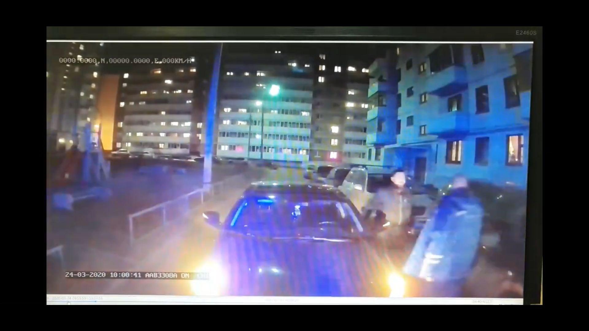 В Ярославле водитель иномарки перегородил дорогу скорой на экстренном вызове: видео