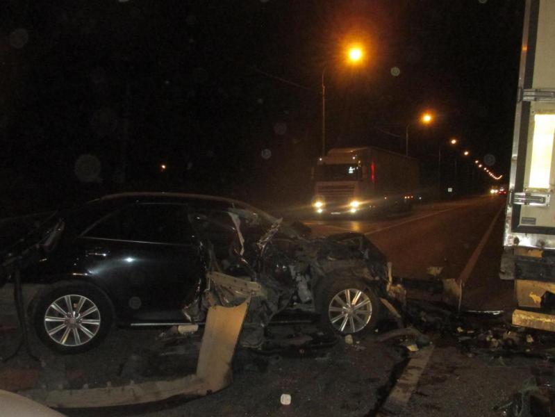 Оторвавшееся от фуры колесо спровоцировало массовое ДТП в Ярославской области: пострадала женщина