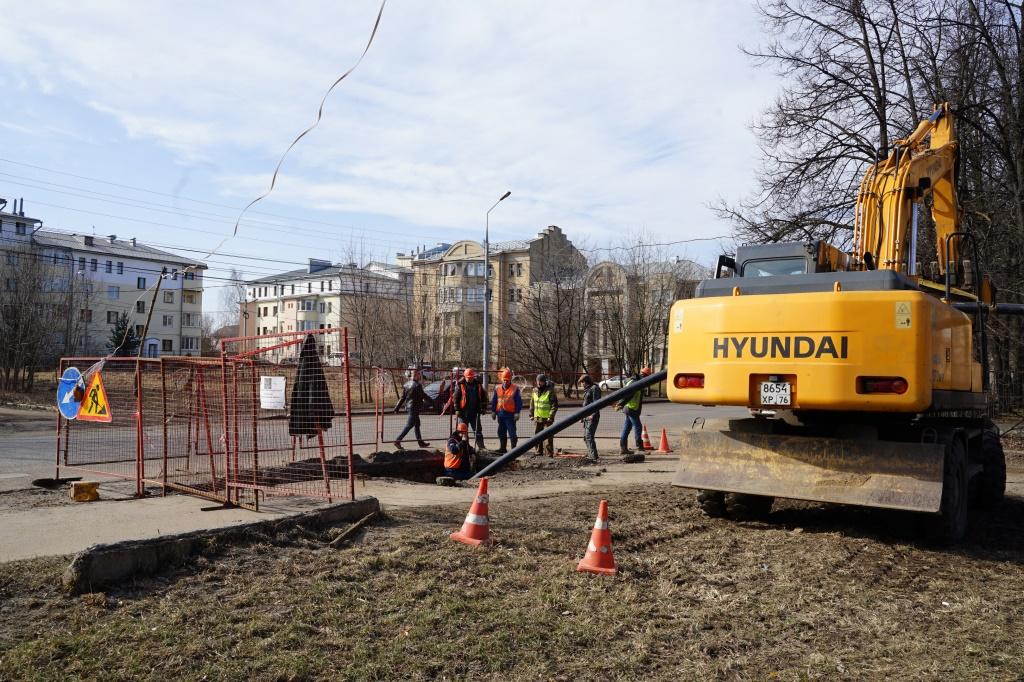 В Ярославле меняют водопроводные сети перед ремонтом дорог в рамках нацпроекта