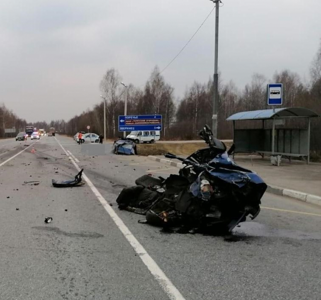В Ярославской области в тройном ДТП с фурой погиб человек
