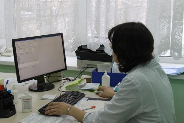 Работающие граждане старше 65 лет получат право уйти на больничный до 19 апреля