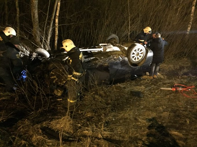 В Ярославле пьяный водитель перевернул иномарку в кювет: двое пострадавших