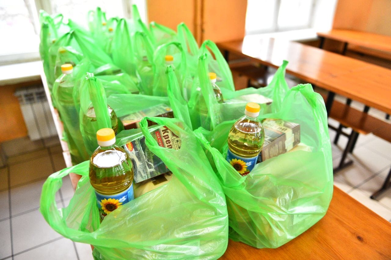 В Ярославле льготным категориям школьников будут бесплатно раздавать продуктовые наборы
