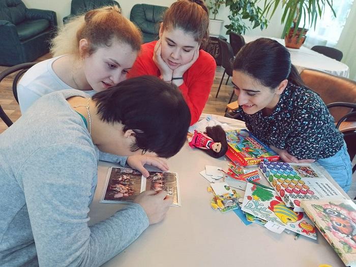 Волонтеры помогают людям с ментальной инвалидностью в Ярославской области адаптироваться в обществе