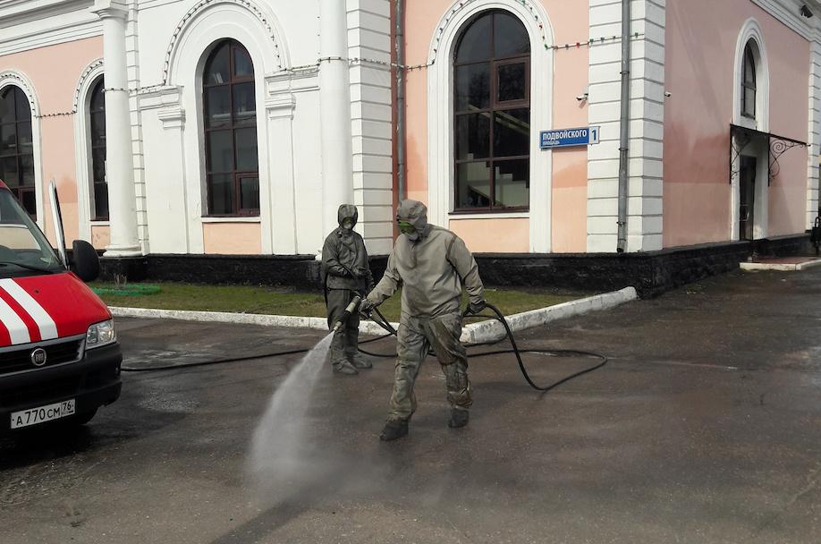 В Ярославле сотрудники МЧС продезинфицировали Московский вокзал