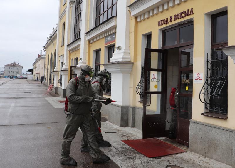 В Ярославской области сотрудники МЧС продолжают дезинфекцию вокзалов
