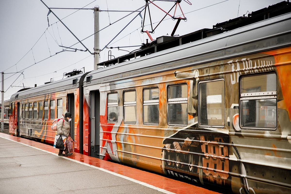 В Ярославской области пустили тематическую электричку, украшенную к 75-летию Победы