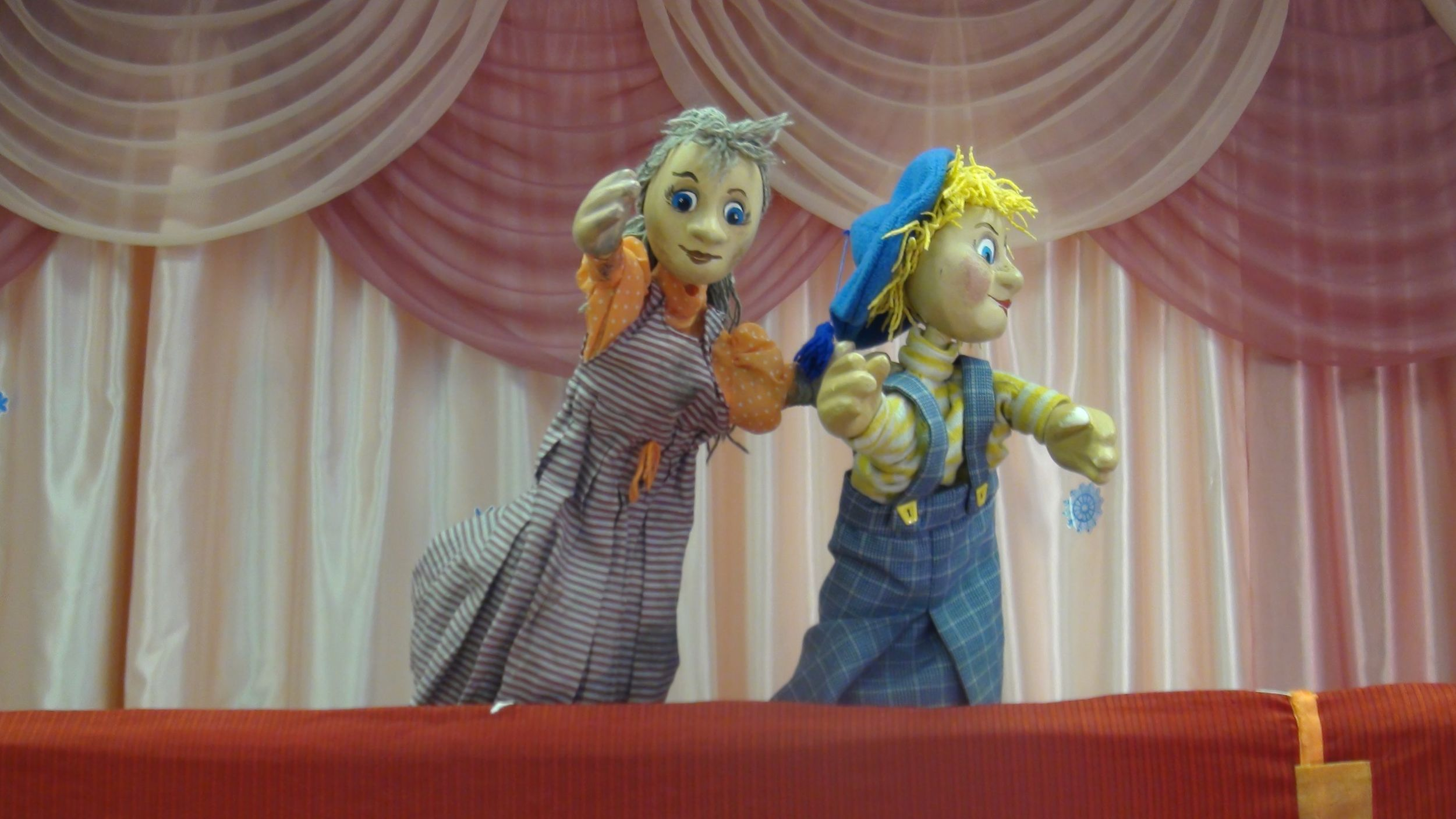 Кукольники помогают ярославским родителям занять оставшихся дома малышей