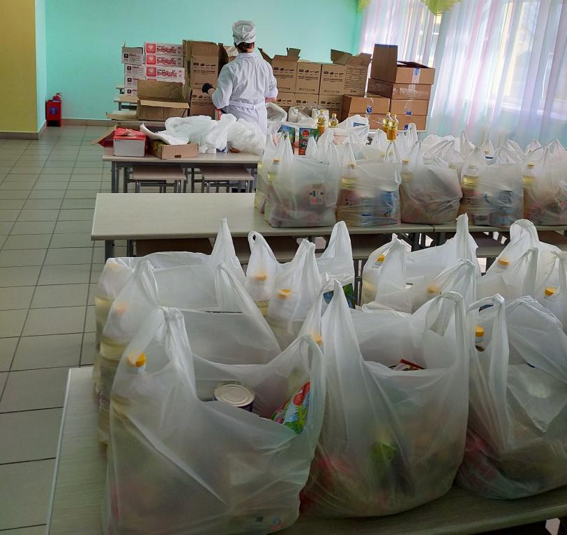 В Ярославской области начался второй этап выдачи продуктовых наборов школьникам и студентам
