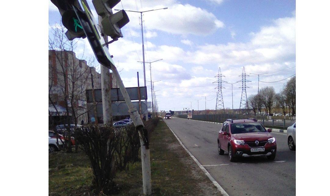 Шквалистый ветер валил деревья в Ярославской области: фото последствий
