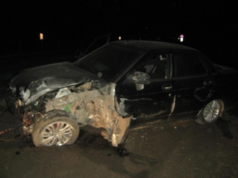 В Ярославской области водитель легковушки влетел в ограждение: двое пострадавших