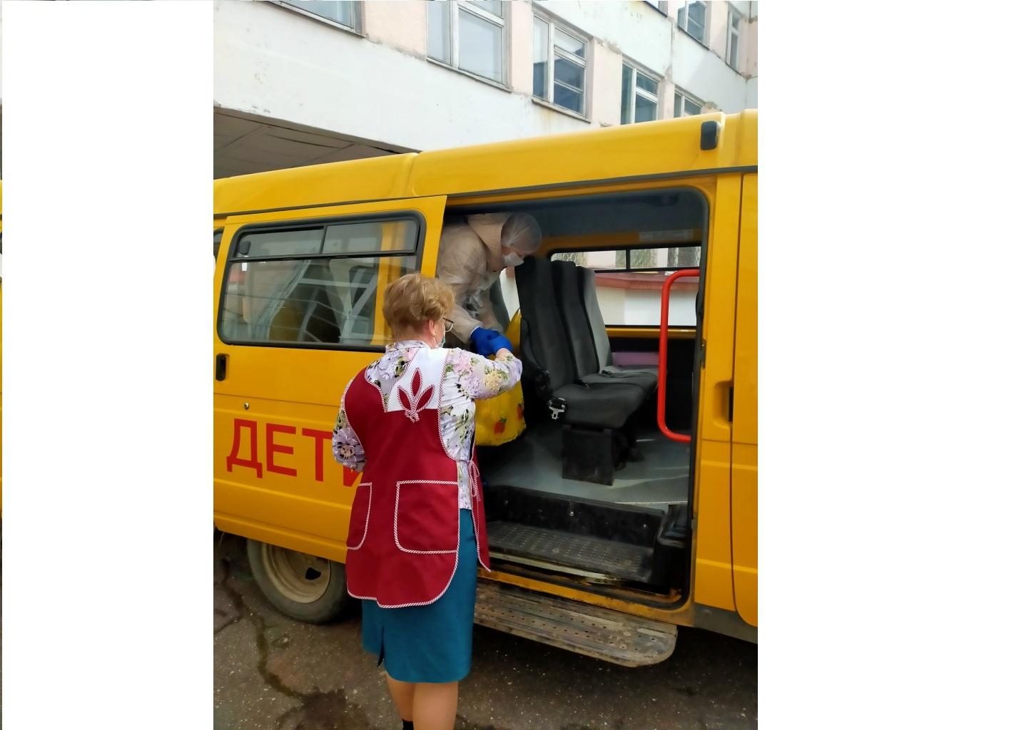 Продуктовые наборы для учащихся в удаленные населенные пункты Ярославской области доставляют школьные автобусы