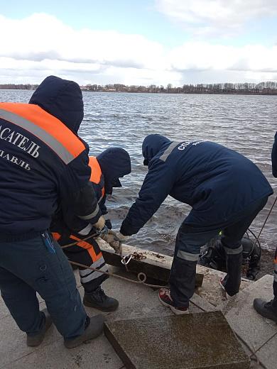 В Ярославле водолазы помогают благоустраивать Волжскую набережную
