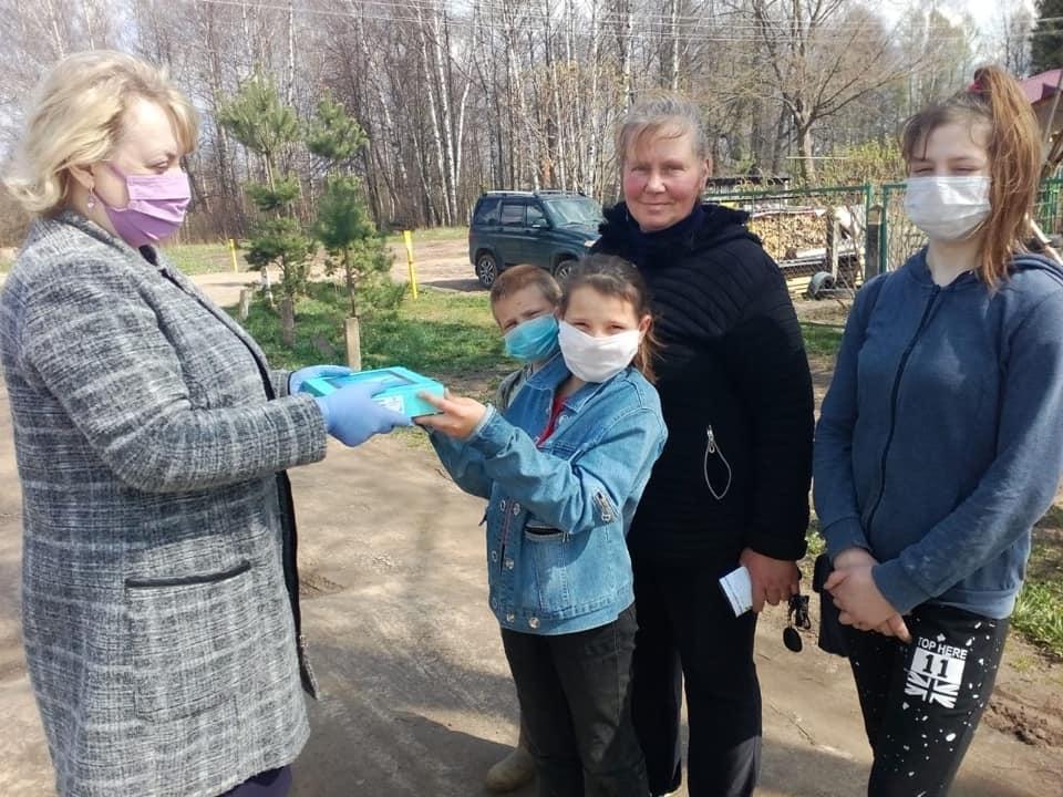 Школьники еще четырех районов Ярославской области получили планшеты для дистанционного обучения