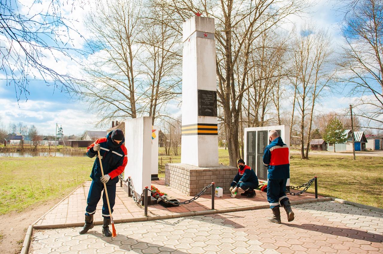 Энергетики «Россети Центр Ярэнерго» благоустраивают памятники и мемориалы Великой Отечественной войны