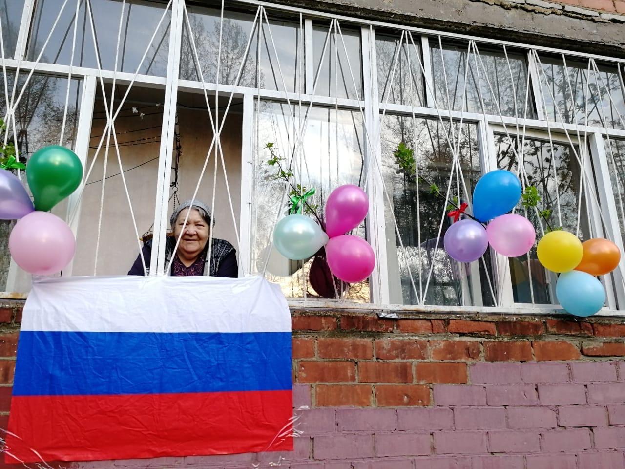 Волонтеры в преддверии Дня Победы выполнили необычную просьбу ярославской пенсионерки