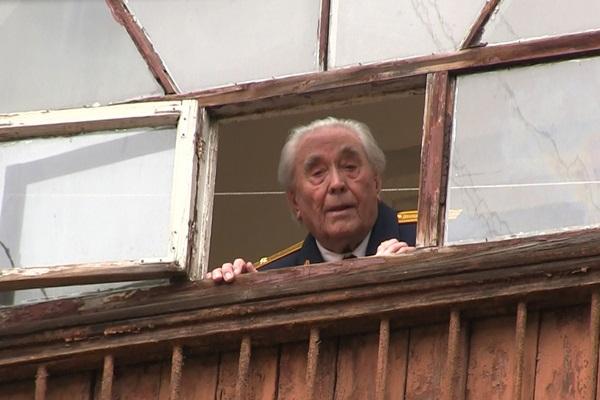 В Ярославской области в преддверии 9 мая под окнами ветерана Великой Отечественной войны прошел марш