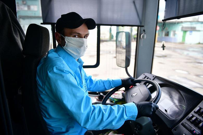 Водителям и кондукторам в общественном транспорте Ярославля выдают маски и перчатки