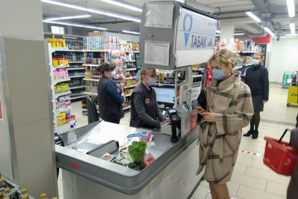 Все работающие предприятия торговли Ярославской области должны обеспечить продажу масок
