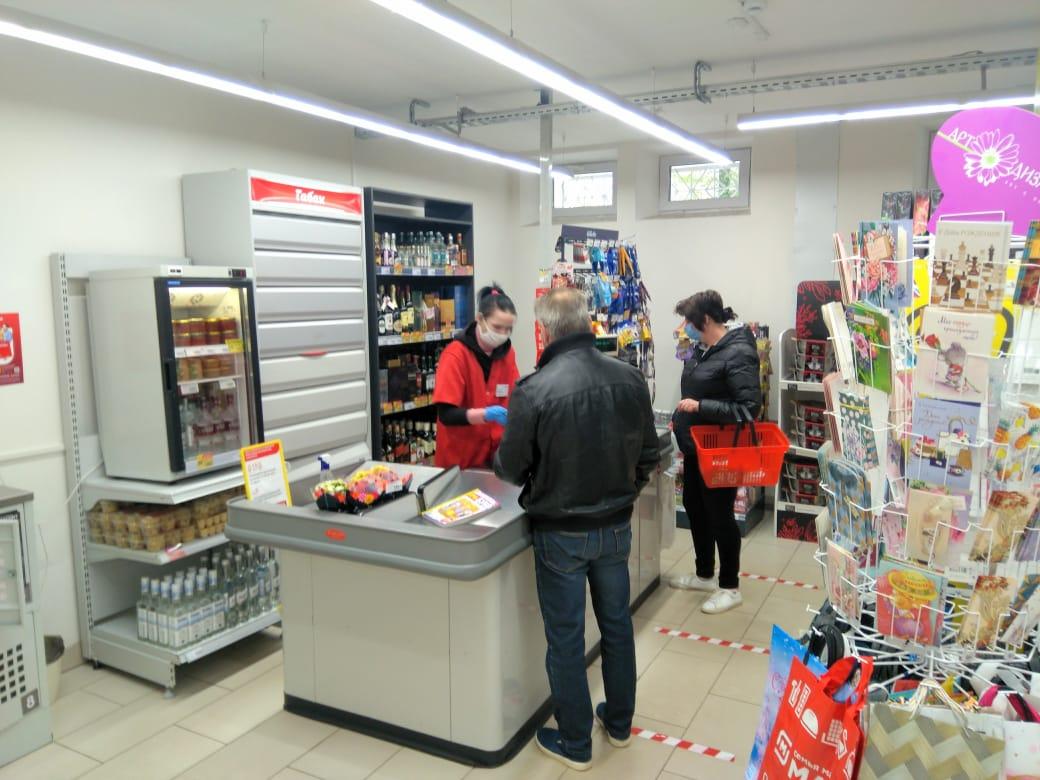 Покупатели обязаны соблюдать в магазинах масочный режим