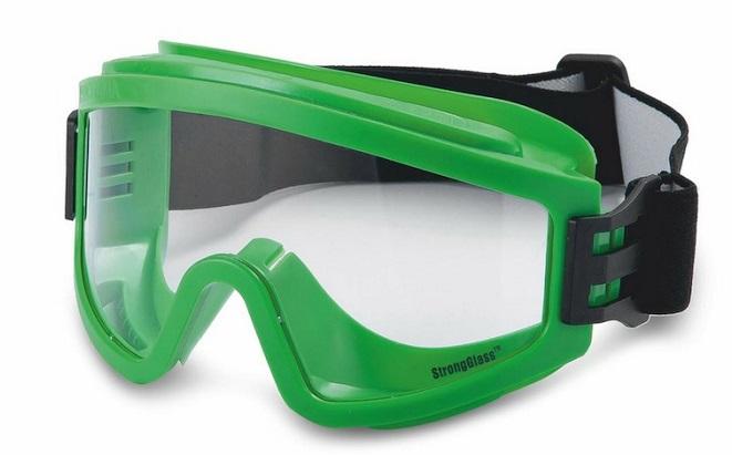 Ярославские промышленники закупили защитные очки для медиков «красной зоны»