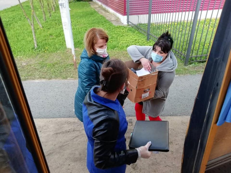 Роман Колесов: большинство районов уже завершили выдачу продуктовых наборов школьникам