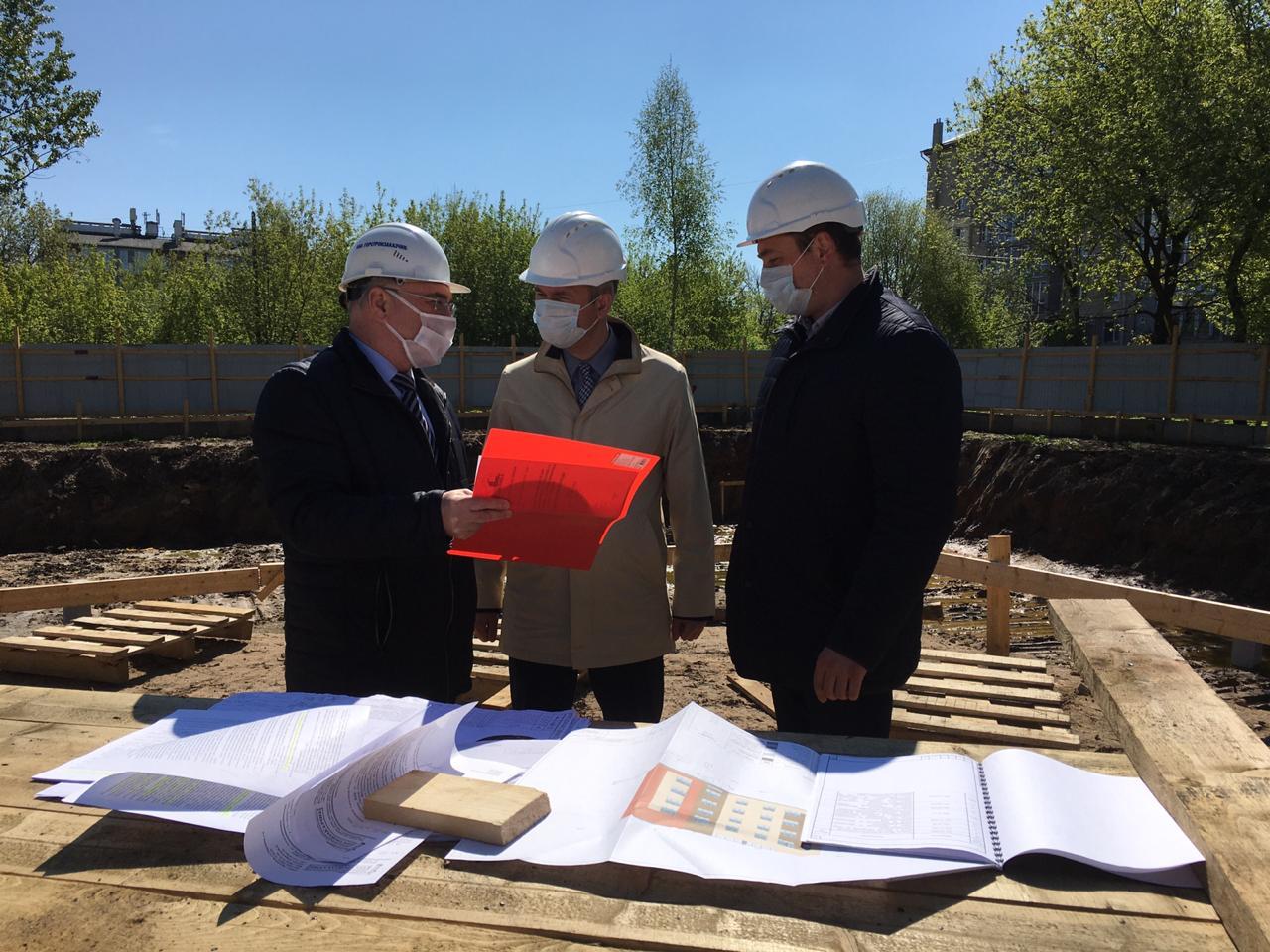 Для расселения аварийного жилья в Ярославле строят новый дом