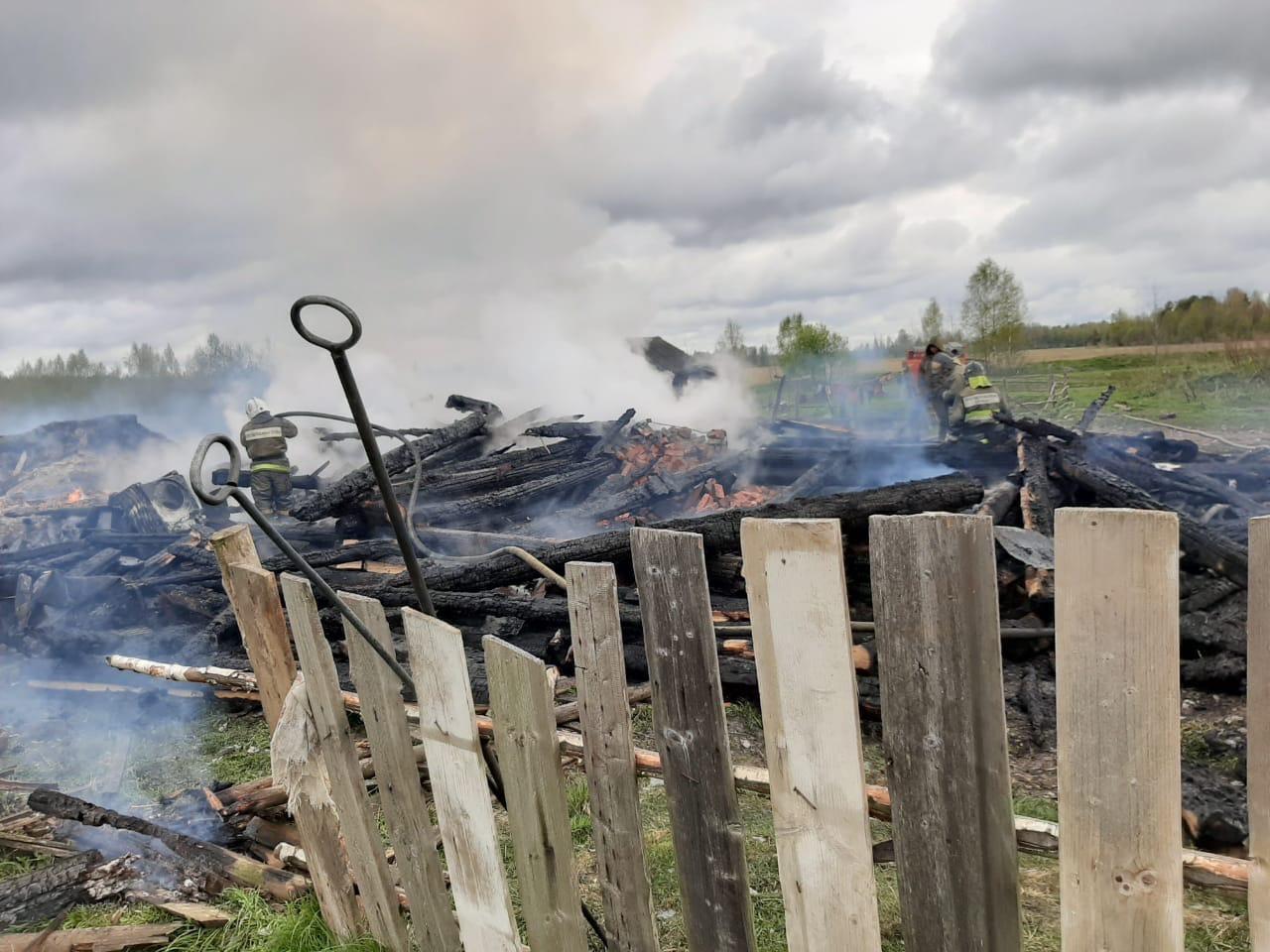 Дмитрий Миронов: окажем максимальную помощь семье, потерявшей и все имущество при пожаре