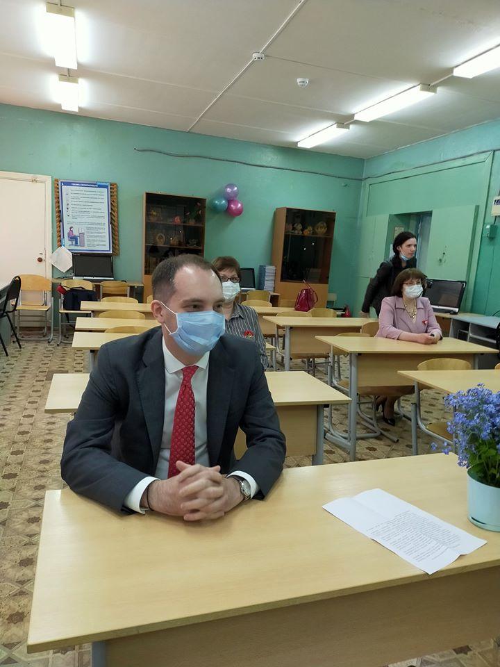 Роман Колесов принял участие в последнем звонке в Семибратовской школе