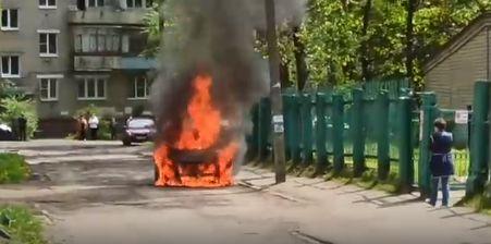 В Ярославле сгорели два автомобиля: кадры