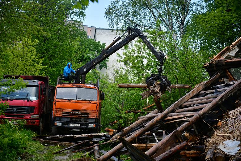 Во Фрунзенском районе Ярославля снесли аварийный двухэтажный дом