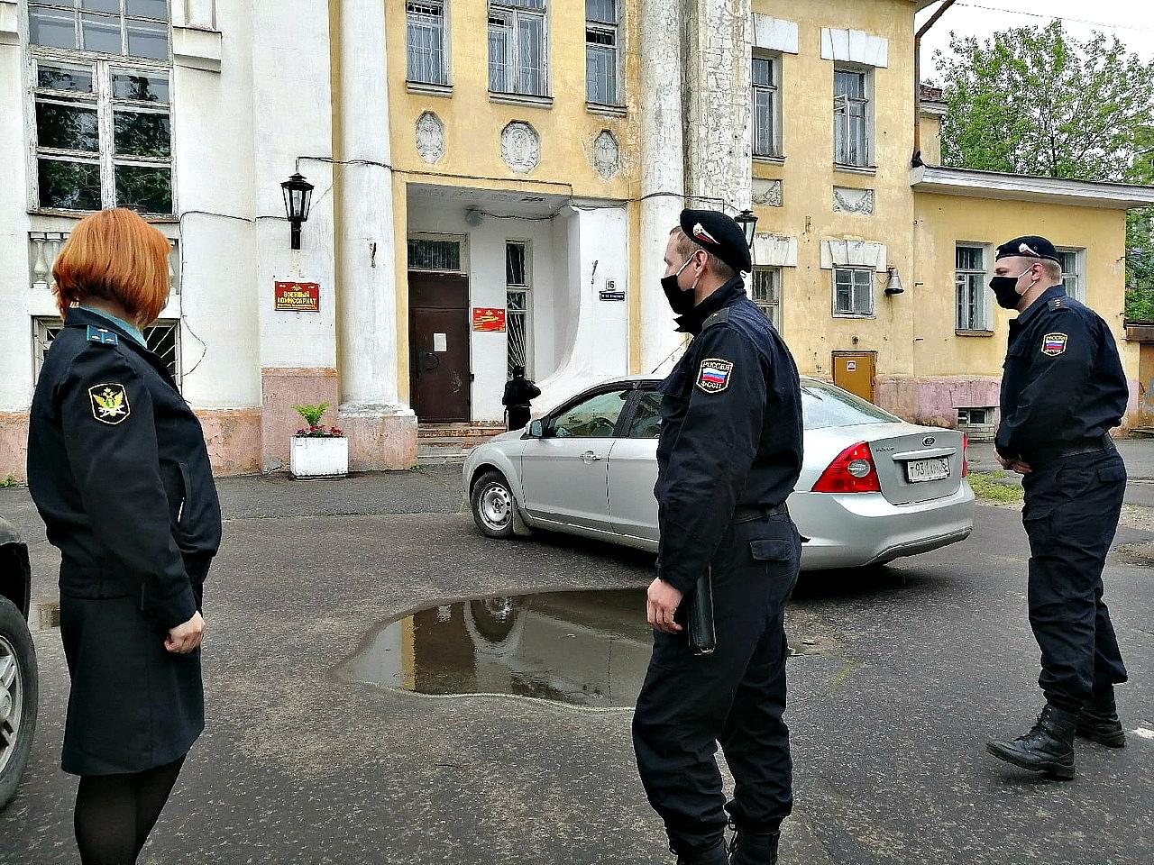 В Ярославле приставы обязали собственника и арендатора освободить здание военного комиссариата