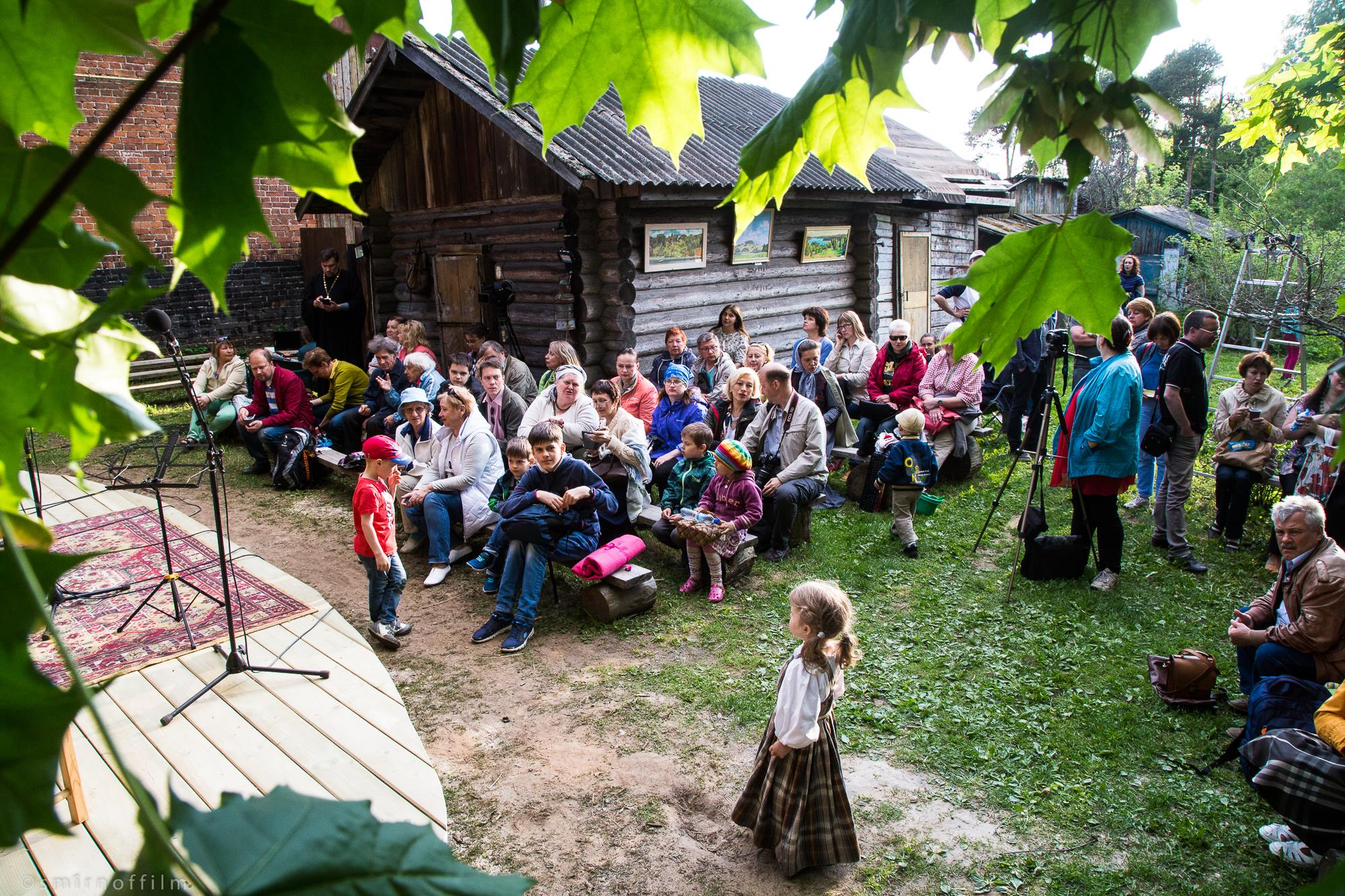 Семья из Ярославской области создала в своей усадьбе один из мировых центров фолк-музыки