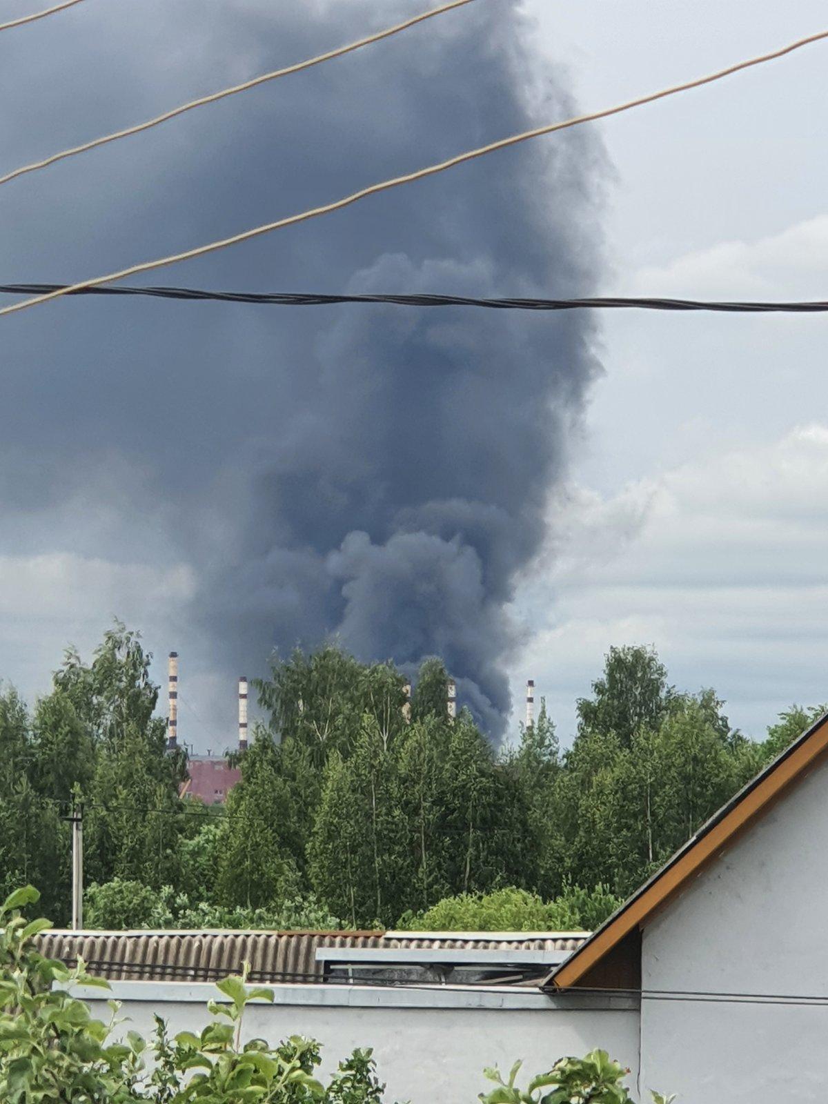 Столб дыма виден из нескольких районов Ярославля: что горит