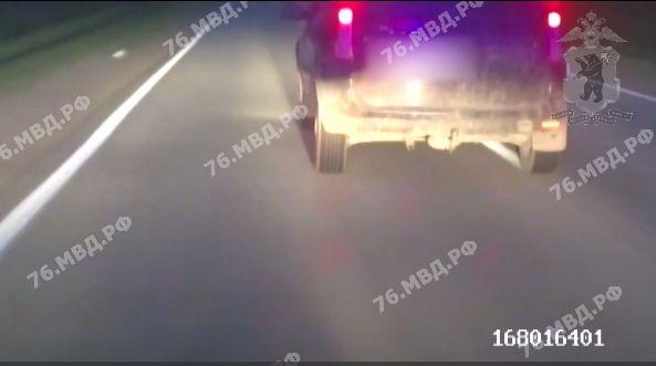 Стреляли по колесам: в Ярославской области полицейские устроили погоню за пьяным водителем