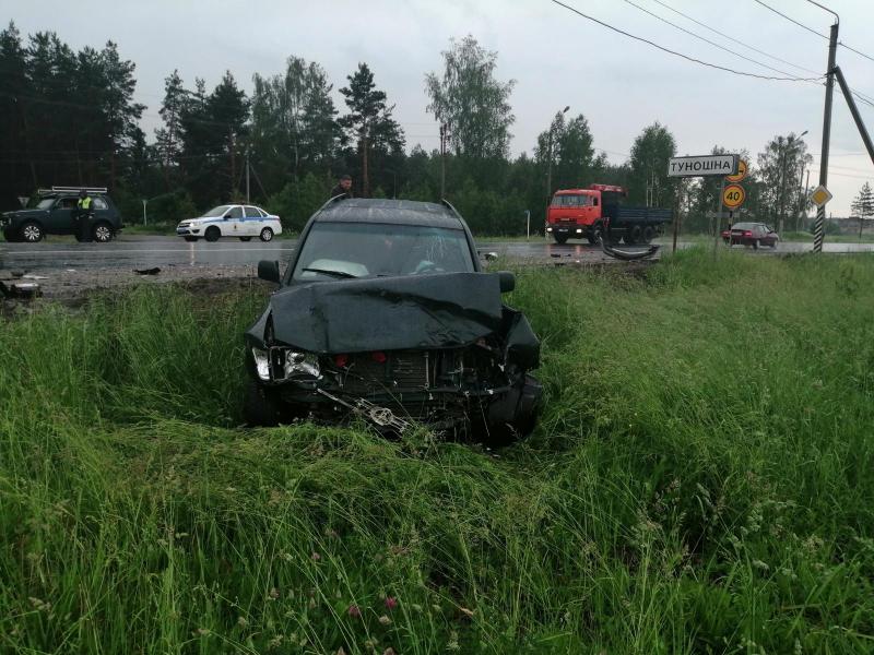 В крупном ДТП под Ярославлем погиб водитель иномарки
