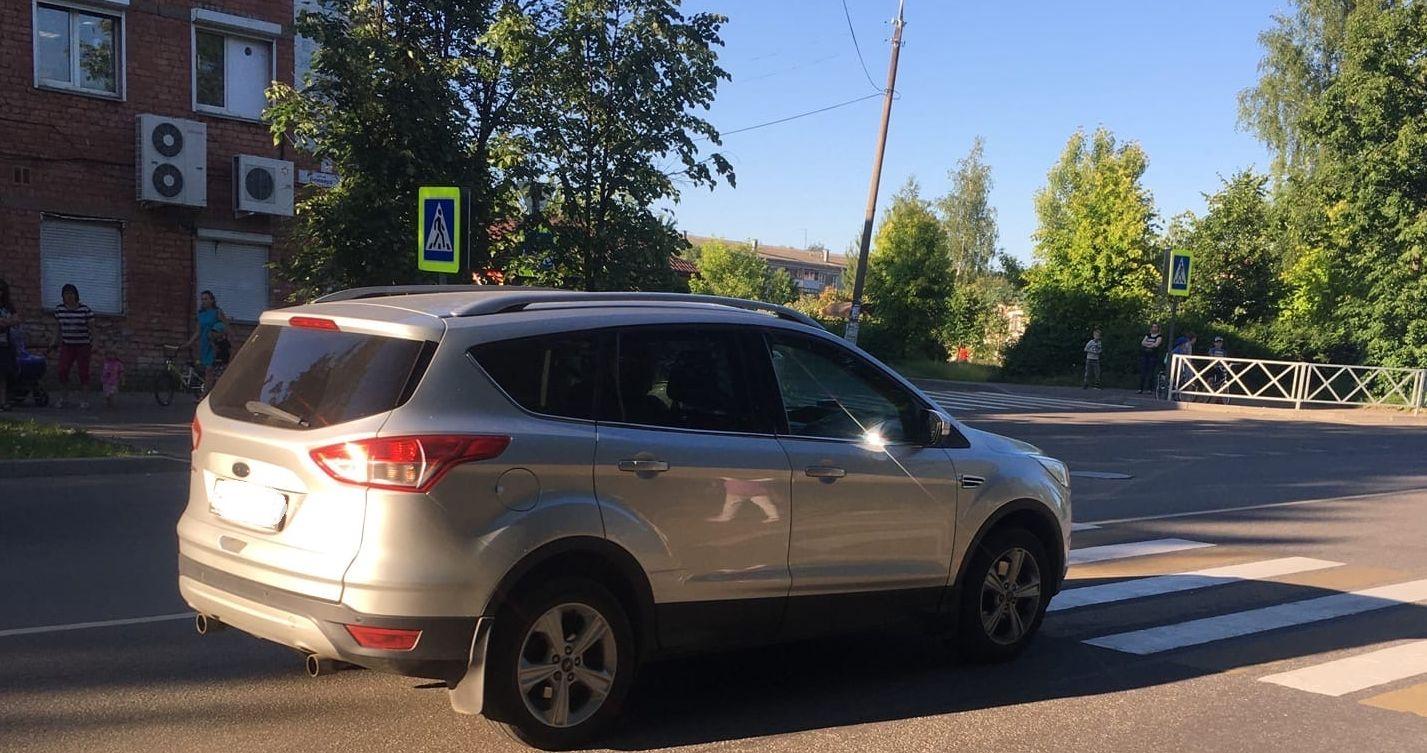 В Рыбинске водитель иномарки на переходе сбил женщину с малышом