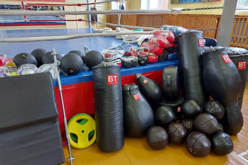Спортинвентарь на сумму более миллиона рублей передали боксерским залам Ярославской области