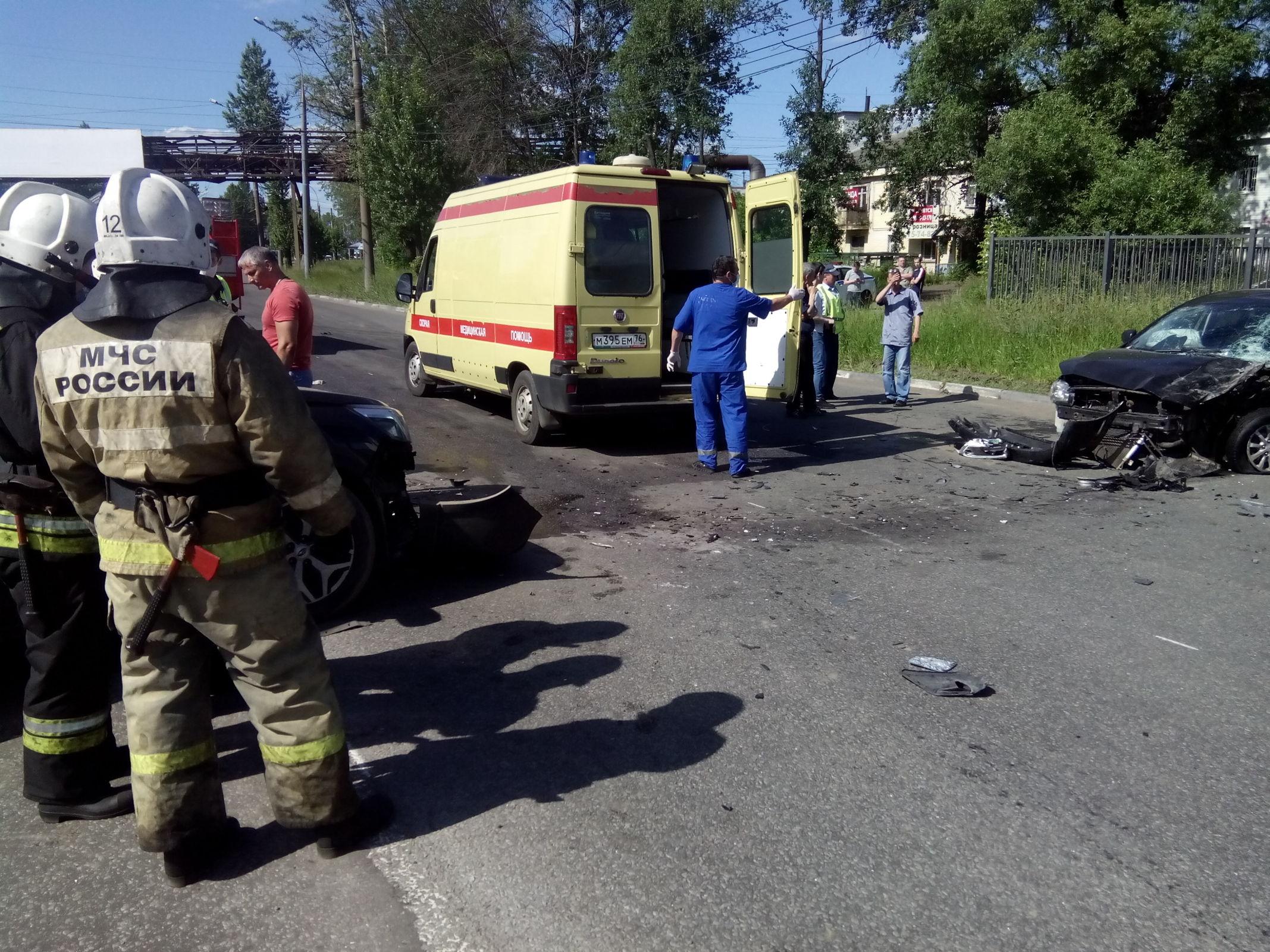 При столкновении двух ВАЗов в Ярославской области пострадал человек