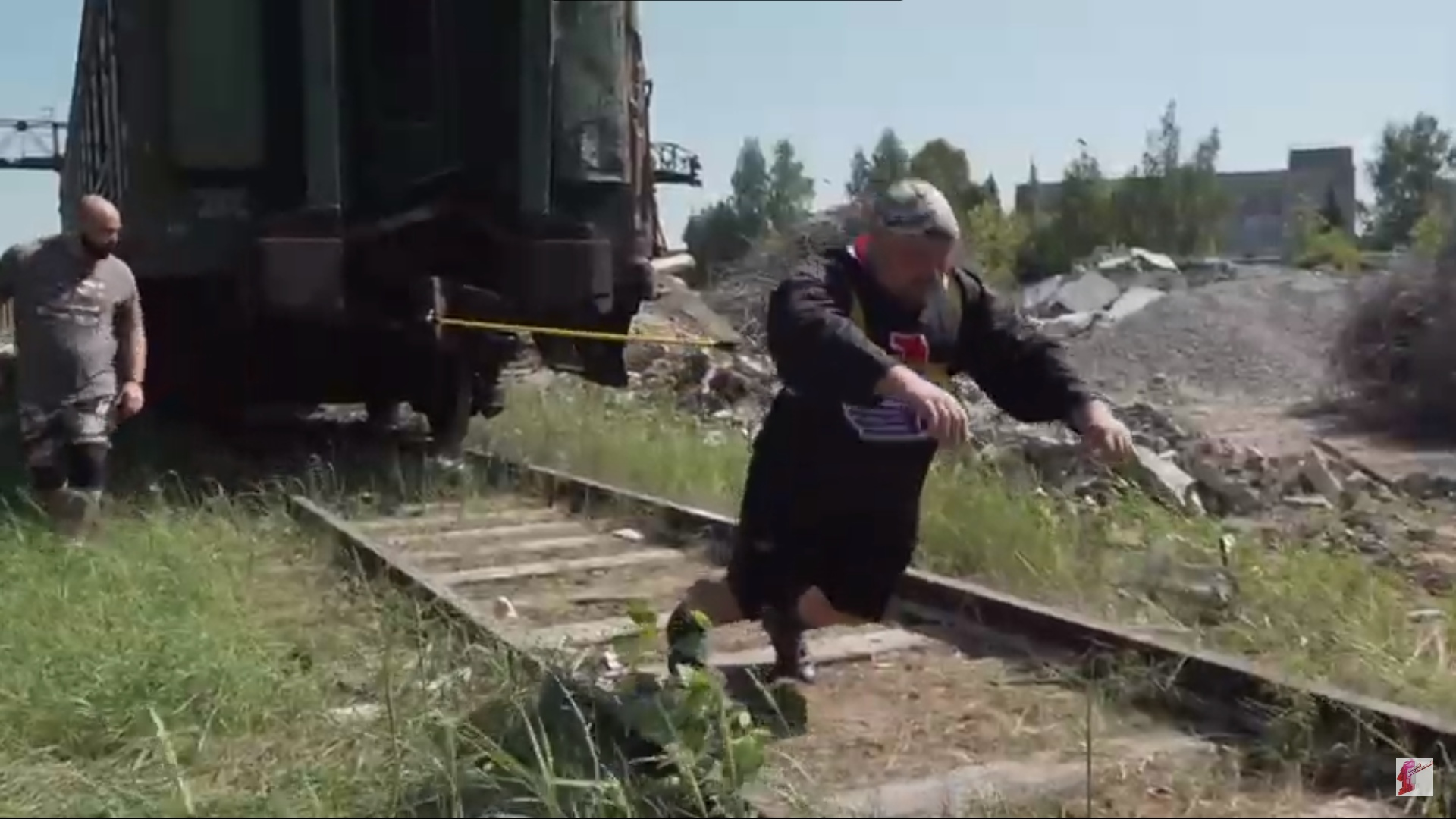 Ярославец протащил 50-тонный вагон и установил рекорд города