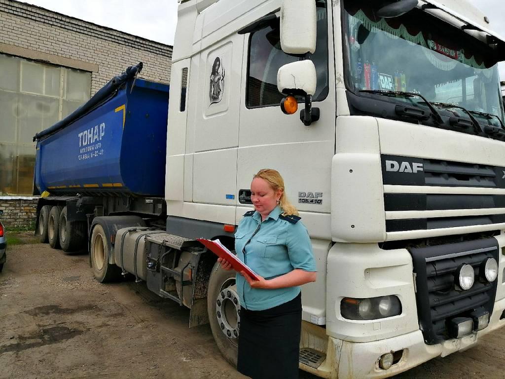 Жительница Ярославля рассталась с грузовиком, чтобы рассчитаться с бывшим мужем