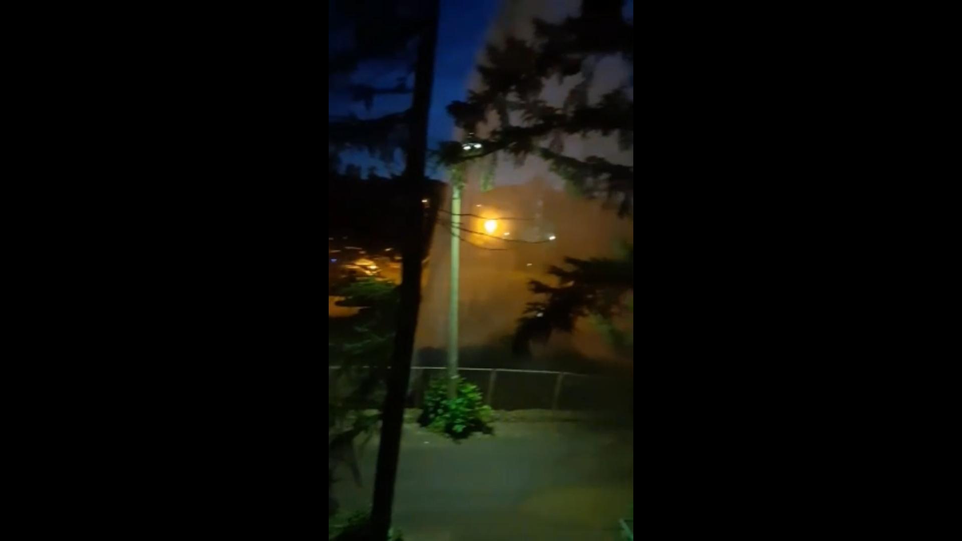 В Ярославле посреди ночи забил фонтан высотой с трехэтажный дом: видео