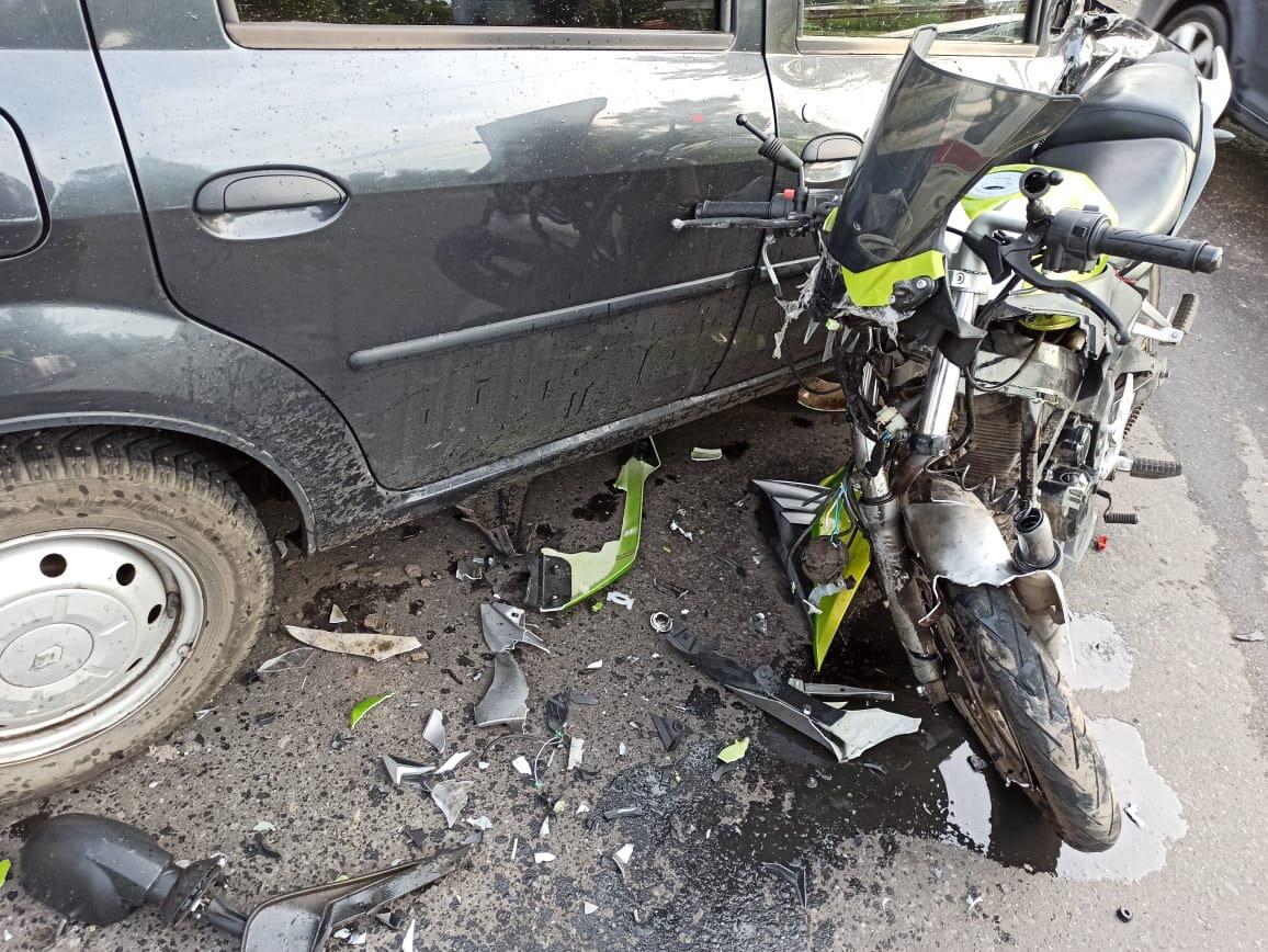 В Рыбинске женщина на иномарке сбила мотоциклиста: мужчина госпитализирован
